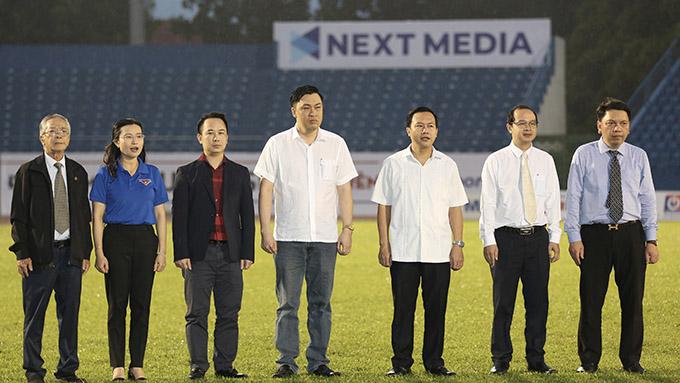 Các đại biểu tham dự lễ khai mạc VCK