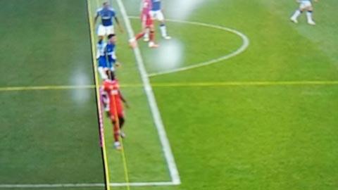 VAR từ chối bàn thắng phút cuối cho Liverpool vì... cùi chỏ của Mane