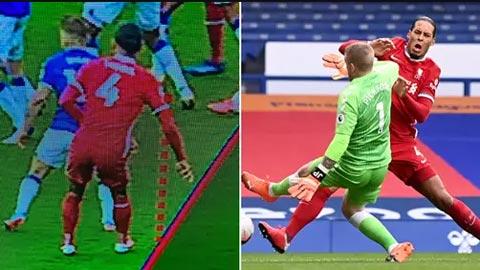 Lý do Pickford không bị đuổi sau cú 'chặt giò' Van Dijk