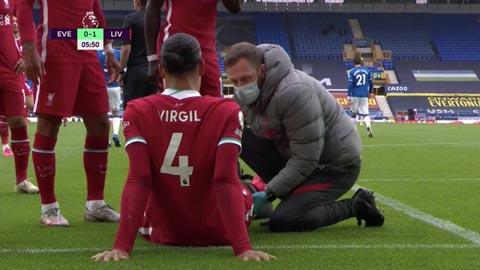 Van Dijk chấn thương, hàng thủ Liverpool tan hoang