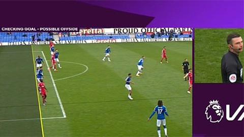 Cựu trọng tài Premier League tố VAR 'cướp' chiến thắng của Liverpool
