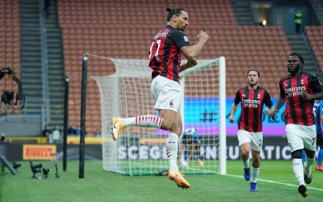 Ibra đã ghi 2 bàn cho Milan chỉ trong vòng 3 phút