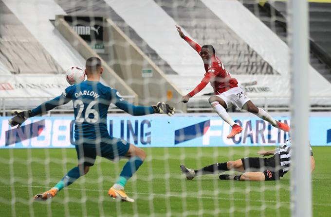 Wan-Bissaka nâng tỷ số lên 3-1