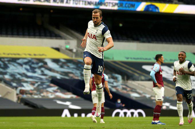 Kane tỏa sáng với cú đúp bàn thắng