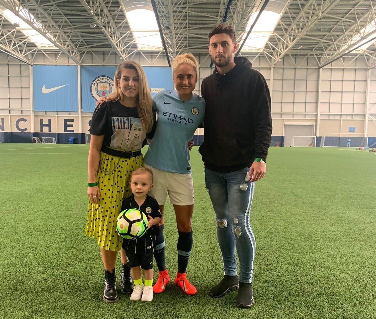 Việc cân bằng giữa bóng đá và con cái là vấn đề lớn của các nữ cầu thủ