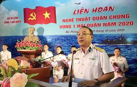 Đại tá Trần Xuân Văn, Phó Chính ủy Vùng phát biểu động viên các đội tham gia liên hoan NTQC