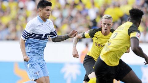 Gặp Dortmund sẽ là một trận cầu rất khó khăn của Lazio (trái)