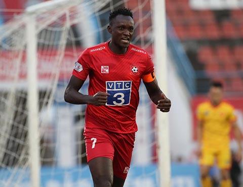 Tiền đạo Mpande chơi bùng nổ, ghi 2 bàn thắng cho Hải Phòng - Ảnh: Phan Tùng