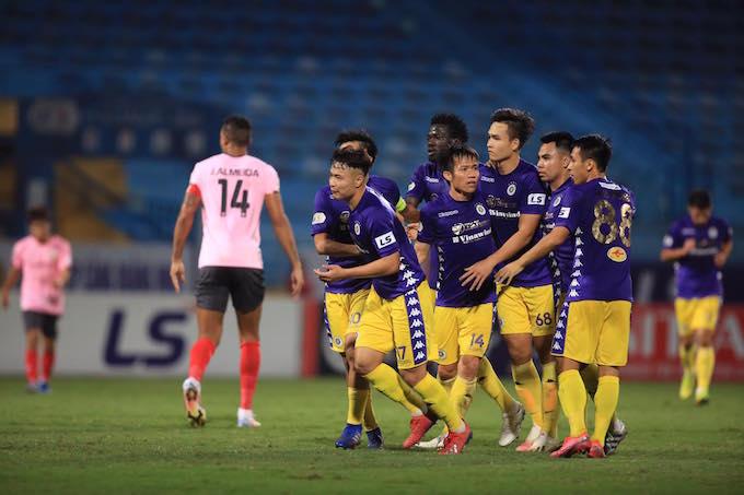 Niềm vui của các cầu thủ Hà Nội khi ghi bàn thắng. ảnh: Minh Tuấn