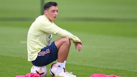 Arsenal không đăng ký Oezil dự Premier League 2020/21