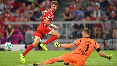 Trên sân nhà, các cầu thủ Bayern (trái) sẽ nối dài mạch thắng tại đấu trường châu Âu lên 13 trận đêm nay
