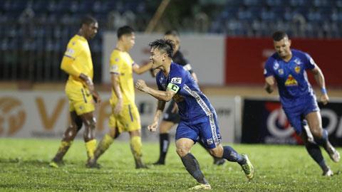Thanh Trung ăn mừng bàn thắng mở tỷ số trận đấu Ảnh: Sông Hàn