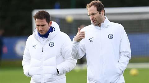 Tại sao HLV Lampard đăng ký Cech dự Ngoại hạng Anh 2020/21?