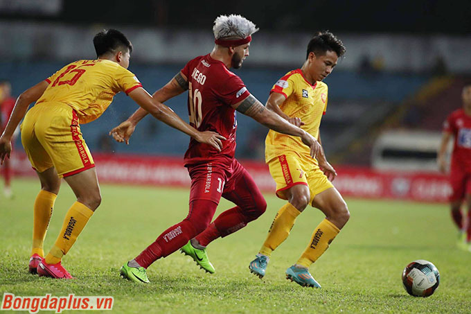 Hải Phòng cần một chiến thắng để duy trì khoảng cách 4 điểm so với đội cuối bảng Quảng Nam
