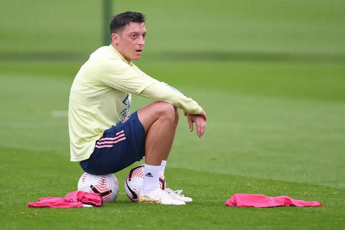 Tương lai nào đang chờ Oezil ở Arsenal?