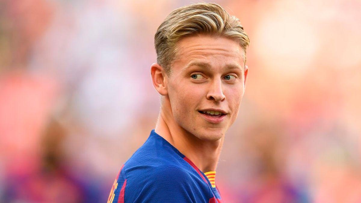 De Jong được ký hợp đồng với giá 100 nghìn euro nhưng được bán cho Barca với giá 80 triệu euro