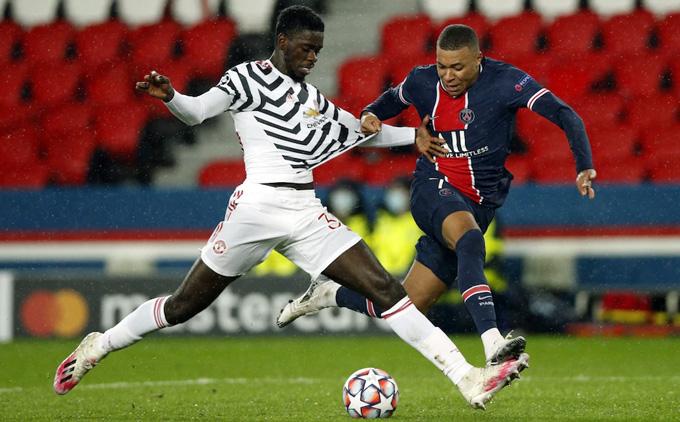 Anh tiếp tục khiến tiền đạo người Pháp ôm hận ở phút 72
