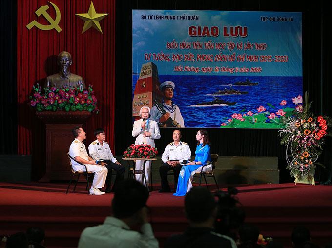 Tham gia phần giao lưu, đồng chí Nguyễn Văn Phú - Tổng biên tập Tạp chí Bóng đá bồi hồi nhớ về những ngày tháng trong quân ngũ