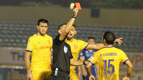 Nam Định mất 4 cầu thủ trước trận sống còn với Hải Phòng