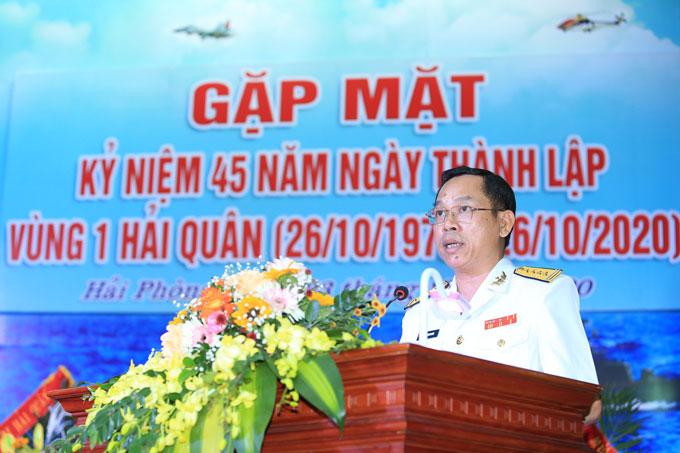 Đại tá Hồ Thanh Hoàn - Bí thư Đảng ủy, Chính ủy vùng 1 Hải quân đọc diễn văn tại buổi lễ