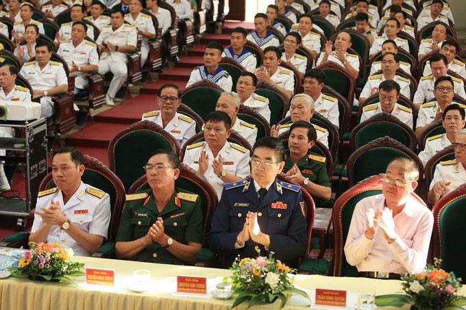 Các vị lãnh đạo, đại biểu tham dự buổi gặp mặt