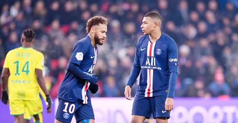 Khi cả Neymar và Mbappe (phải) in tiếng, PSG lập tức liêu xiêu