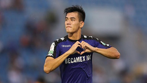 Tiến Linh đối diện với cặp trung vệ Hà Nội… ghi bàn nhiều hơn cả mình