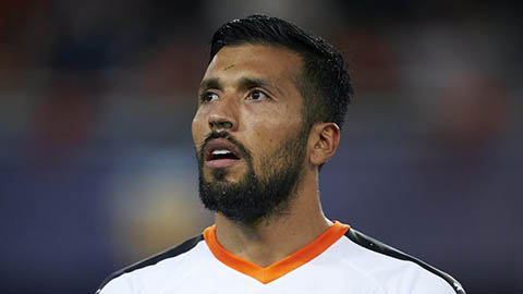 Liverpool tính chiêu mộ Garay trong giai đoạn mất Van Dijk