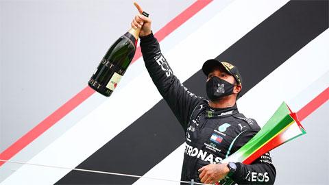Lewis Hamilton vượt kỷ lục của huyền thoại Schumacher