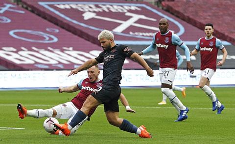 Aguero tái phát chấn thương ở trận hòa West Ham cuối tuần trước
