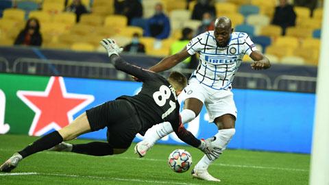 Lukaku (phải) bỏ lỡ nhiều cơ hội ở trận đấu với Shakhtar