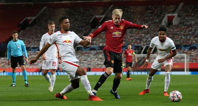Van de Beek hoạt động đầy năng nổ trước Leipzig