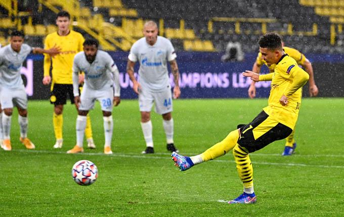 Sancho mở tỷ số cho Dortmund trên chấm 11m