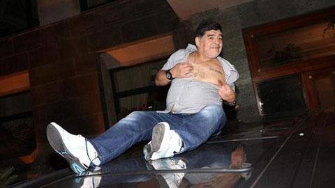 Diego Maradona: Đi hết đời người để làm… cậu bé