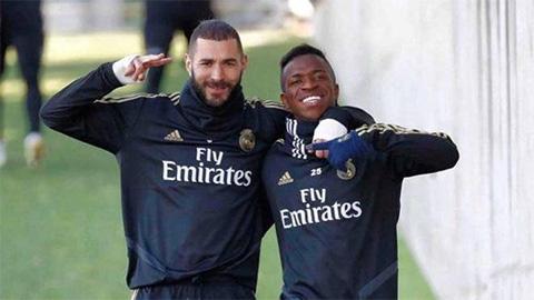Vinicius phản ứng thế nào khi bị Benzema nói xấu sau lưng?