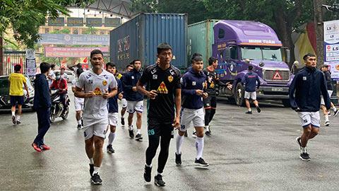 Quảng Nam FC phải tập ở vỉa hè trước trận sinh tử với Hải Phòng
