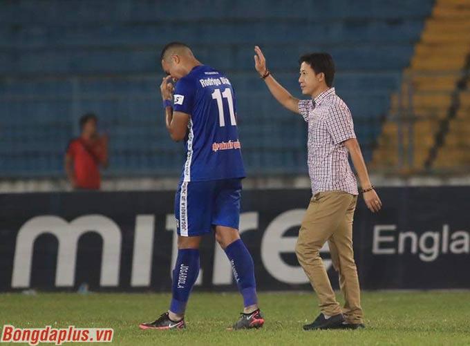 Kết thúc hiệp 1, Quảng Nam đang dẫn trước Hải Phòng 3-0