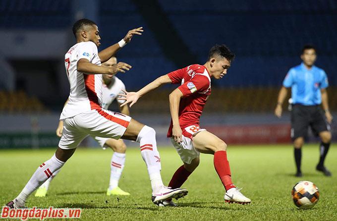 Than.QN (đỏ) khó thắng được Viettel đang tham vọng vô địch V.League - Ảnh: Phan Tùng