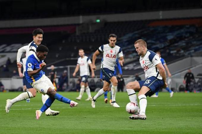 Lamptey gỡ hòa cho Brighton ở phút 56
