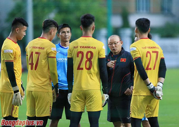 Trong đợt tập trung của U22 Việt Nam, HLV Park Hang Seo gọi 4 thủ môn gồm Văn Toản, Đình Long, Xuân Hoàng, Liêm Điều