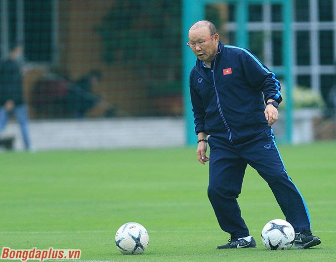 Ông Park yêu cầu các thủ môn phải hoạt động với cường độ rất cao trong khung gỗ. Vị chiến lược gia này thường xuyên đưa bóng về góc chết ở 2 phía khung thành