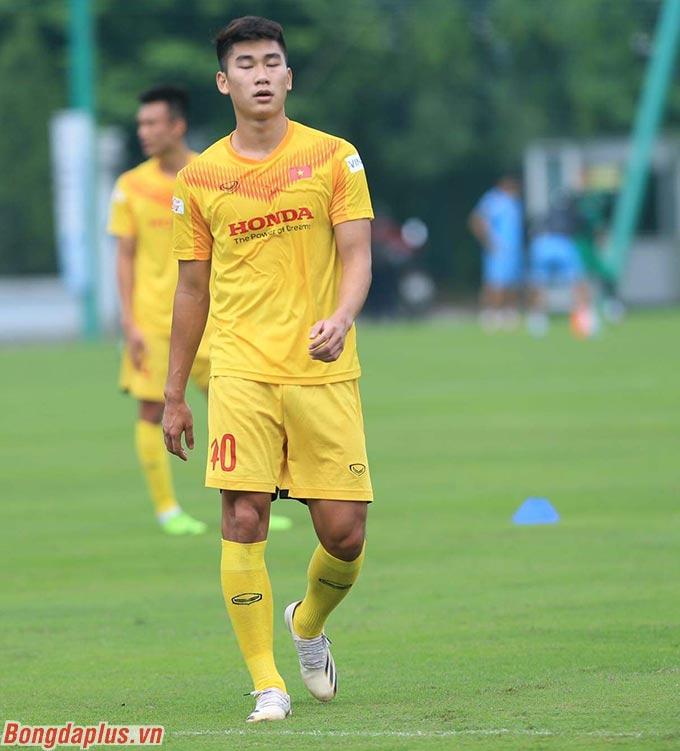 Nhâm Mạnh Dũng (ảnh) cùng Trần Danh Trung là 2 cầu thủ Viettel được lên sớm, dù Viettel vẫn đua vô địch với Hà Nội, Sài Gòn ở V.League