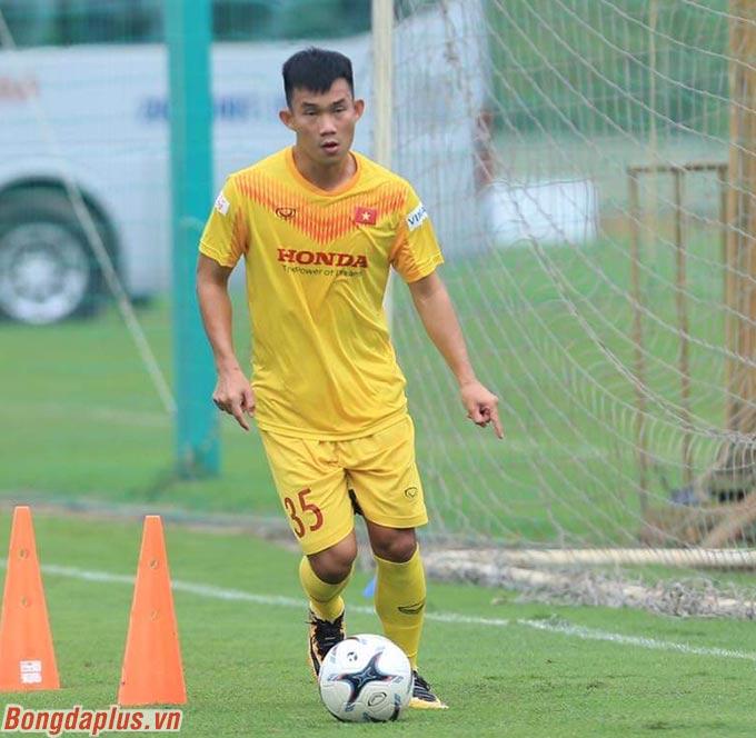 Những cầu thủ như Hồng Sơn (ảnh) thuộc diện hiếm trong lực lượng U22 Việt Nam. Bởi đây là số ít cầu thủ được chơi thường xuyên ở V.League hay hạng Nhất