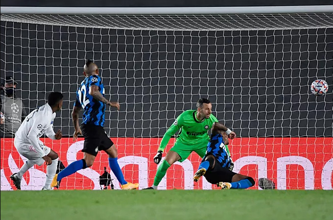 Rodrygo ấn định tỷ số 3-2 ở phút 80