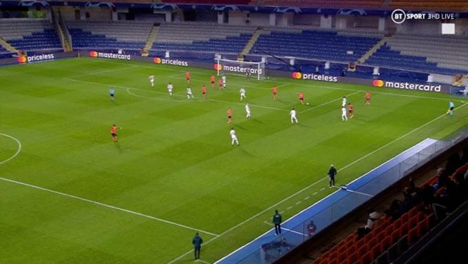 Không một hậu vệ nào của M.U có mặt ở sân nhà ở bàn thua đầu tiên