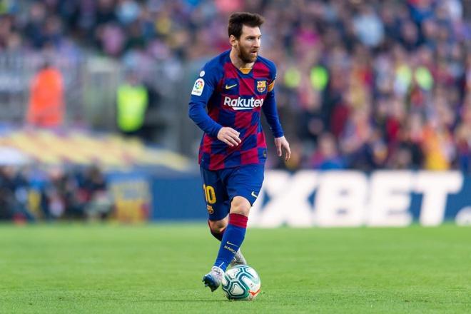 Tuy Messi không cao, nhưng ai cũng phải ngước nhìn