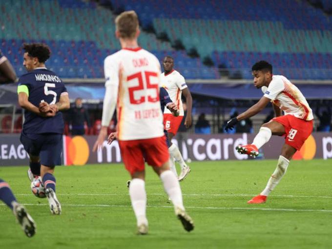 Nkunku gỡ hòa cho Leipzig ở phút 42