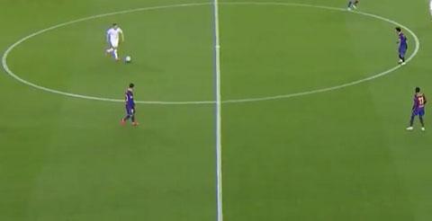 Messi bị chỉ trích vì đi bộ ở trận đấu với Dynamo Kiev