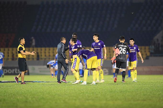 Hà Nội FC đã có một trận đấu rất hay khi nã vào lưới Than.QN 4 bàn trắng - Ảnh Phan Tùng