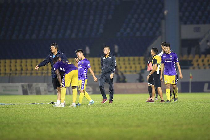 Kết thúc mùa giải, Hà Nội FC cán đích ở vị trí thứ 2 với 39 điểm, kém Viettel 2 điểm - Ảnh Phan Tùng